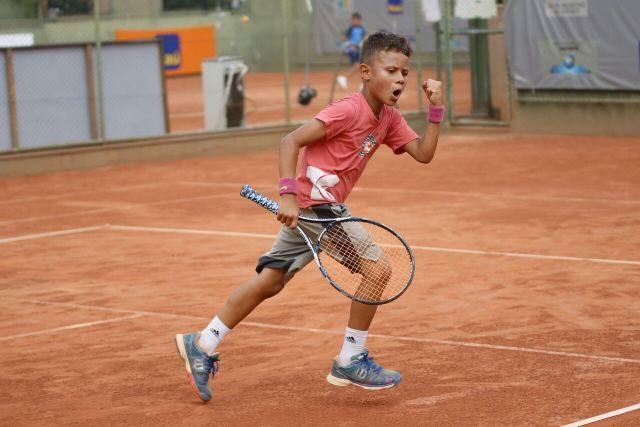 3419e15191a Livas tem dupla vitória em torneio de tênis no Sul