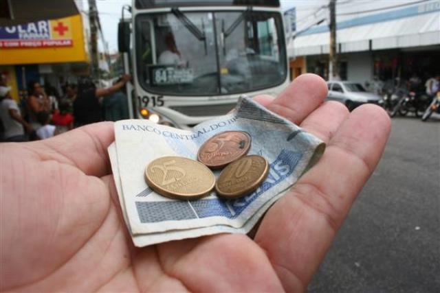 Emanuel Pinheiro  De olhos fechados para o aumento da tarifa do ônibus 463aae59b4746